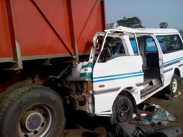 Bloody Sallah! Nine Dead, Sixteen Injured In Lagos-Ibadan Expressway Crash