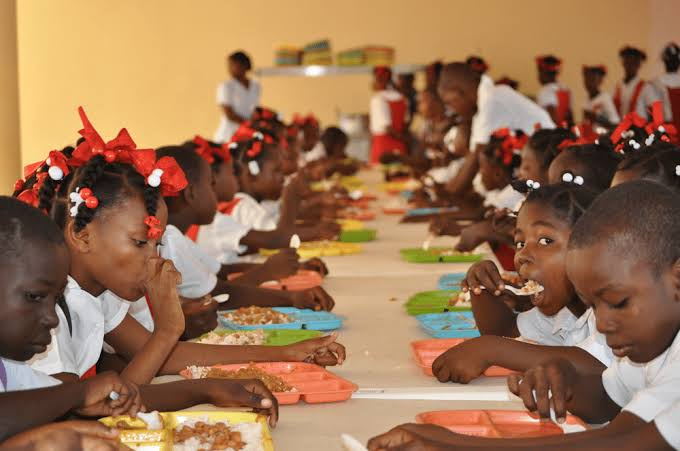 Pathetic! Niger Pupils Fed With Expired Rice, Quarter Egg In National Home-Grown School Feeding - Lawmakers