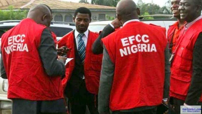 Naira-Throwing Suspected Fraudsters Arrested In Benin By EFCC